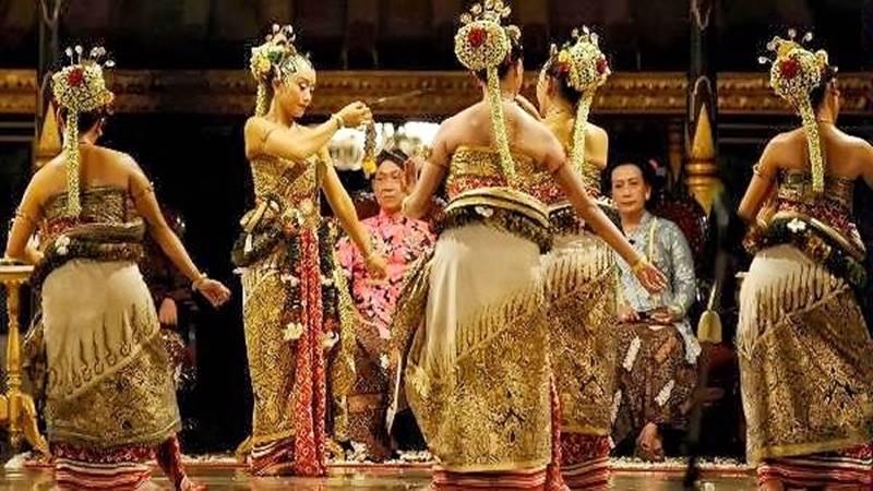 tarian mistis indonesia